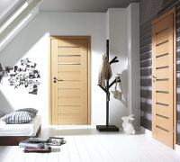 Doors in natural veneer