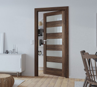 Doors in synthetic veneer